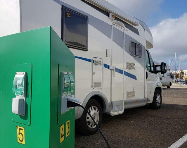 Sistema para el estacionamiento de autocaravanas.